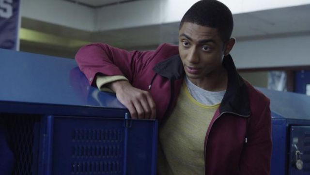 The jacket bordeaux of Marcus Cole (Steven Silver) in 13 Reasons Why S02E04