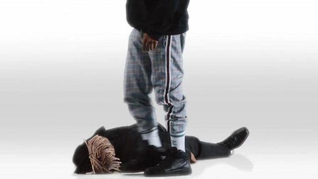 Noir Nike baskets portées par XXXTentacion comme on le voit dans son Triste clip vidéo