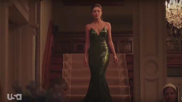 The long dress green sequins worn by Lila (Lili Simmons) in