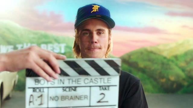 """Bleu New Era cap porté par Justin Bieber dans la vidéo de musique """"no brainer"""""""