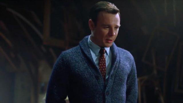 the red print tie worn by Harry Greenwood (Rupert Evans