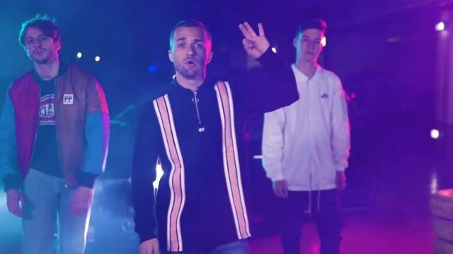 Le sweatshirt à bandes de Squeezie dans sa vidéo YouTube Freestyle de potes feat. Seb, Maxenss