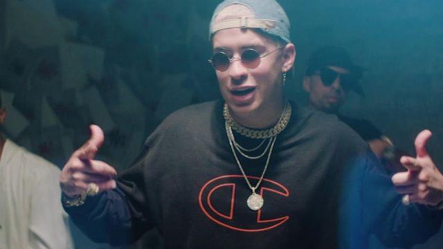 Champion black sweatshirt worn by Bad Bunny in the video clip Sexto Sentido