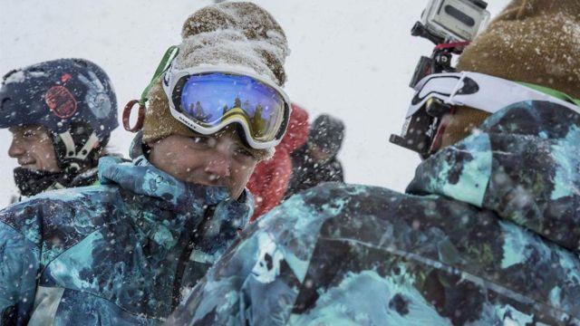 Le manteau de snowboard porté par Scott Ferret (Kev Adams) dans Tout là-haut