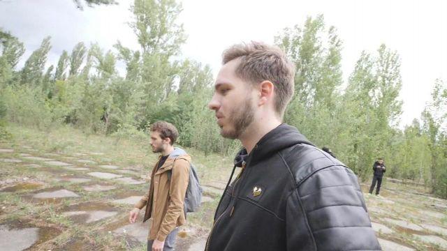 """Le sweatshirt à capuche de Damien Laguionie dans sa vidéo YouTube """"Exploration de Tchernobyl dans la zone radioactive"""""""