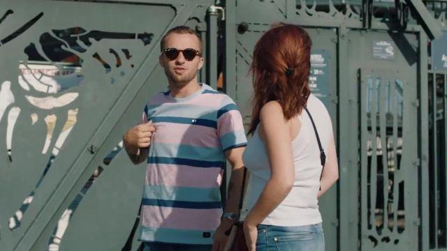 """Le t-shirt rayé de Squeezie dans la vidéo """"JE SURPRENDS 8 ABONNÉS AUTOUR DU MONDE ❤️????"""""""