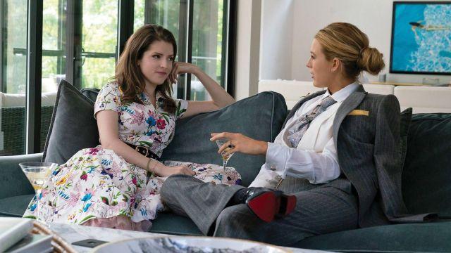La robe blanche à fleurs de Stephanie Smothers (Anna Kendrick) dans L'Ombre d'Emily