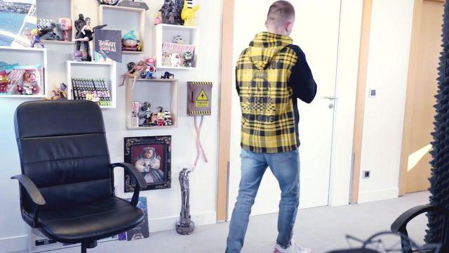 La veste jaune portée par Squeezie dans sa vidéo YouTube Ça commence bien mais...