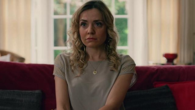 The top gray short sleeve Gwen (Christine Bottomley) in The End Of The Fucking World S01E05