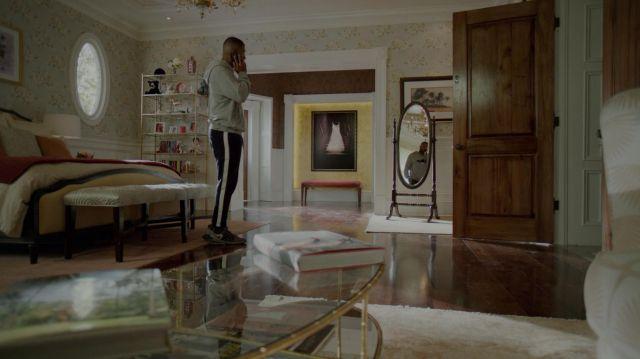 La paire de sneakers Nike portée par Jeff Colby (Sam Adegoke) dans Dynastie S02E07