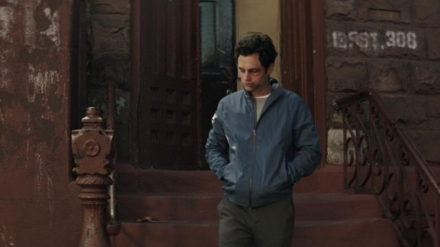 The jacket in blue Joe Goldberg (Penn Badgley) in YOU S01E06