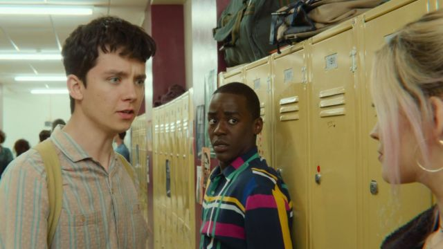 The striped shirt of Otis (Asa Butterfield) in Sex Education S01E02