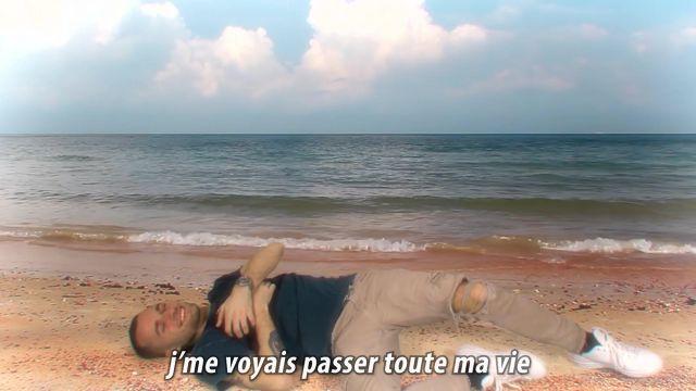 Le jean used beige de Squeezie dans sa vidéo YouTube Le gaming c'est fini