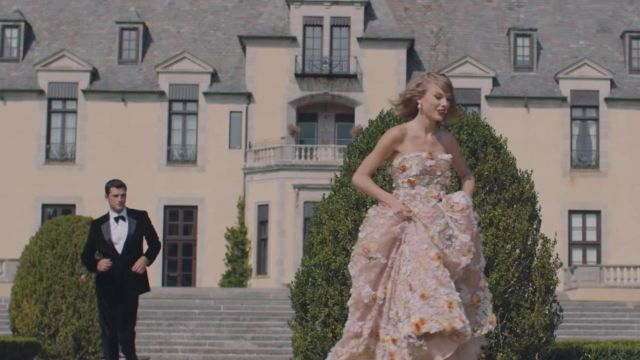 The floral dress worn by Taylor Swift in her music video Blank Space