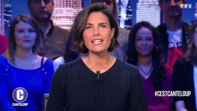 Le pull bleu porté par Alessandra Sublet dans C'est Canteloup