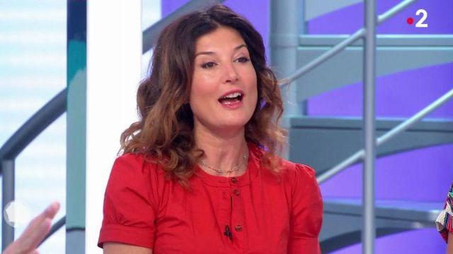 La robe rouge portée par Aurélia Bloch dans C'est au programme du 20 Mai 2019