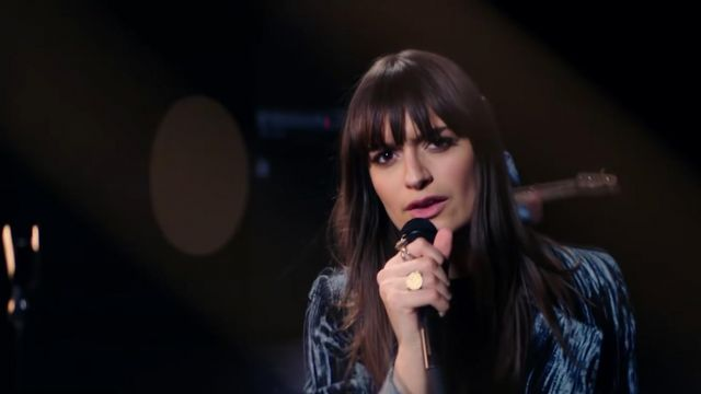 La bague portée par Clara Luciani dans son clip La grenade