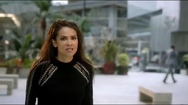 The black sweater and silver Mazikeen (Lesley-Ann Brandt) in Lucifer (S02E17)