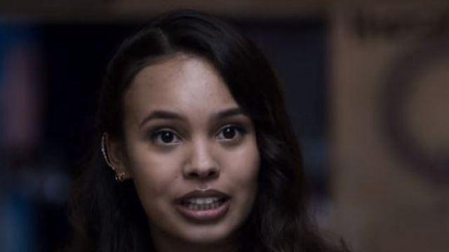 The earrings from Jessica Davis (Alisha Boe) in 13 Reasons Why (Season 3)