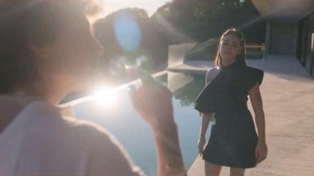 La robe noire portée par Lu (Danna Paola) dans Élite (S02E03)