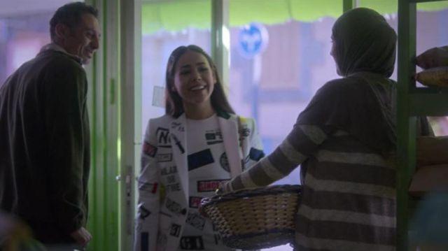 L'ensemble blanc imprimé Dsquared2 de Lu (Danna Paola) dans la série Élite