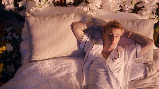 Chemise blanche maillot porté par Justin Bieber dans son de 10 000 Heures de vidéo de musique avec Dan + Shay