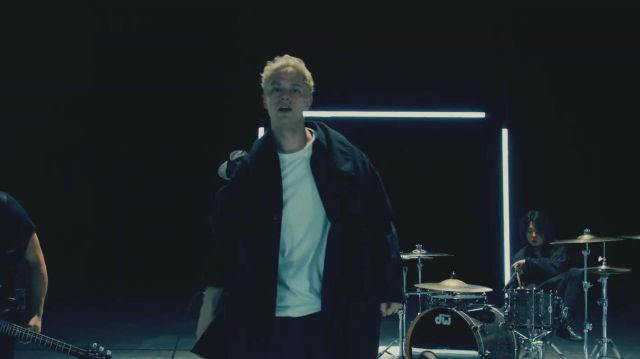 Oversized Black blouse jacket worn by Masato in COEXIST Official Music Video by Coldrain