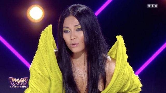 La haut jaune porté par Anggun dans Mask Singer du 6 décembre 2019
