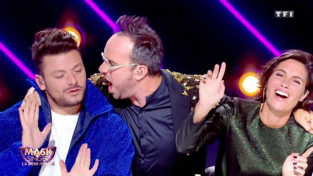 La veste bleue pailletée de Kev Adams dans l'émission Mask Singer