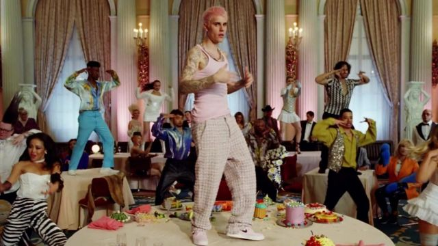 Nike pink sneakers worn by Justin Bieber in his Yummy (Official Music Video)