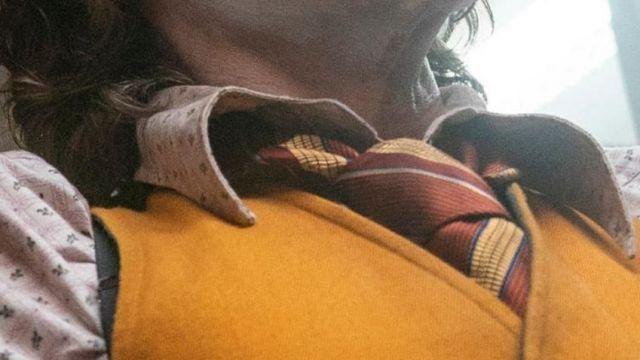 Striped tie worn by Arthur Fleck (Joaquin Phoenix) in Joker