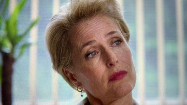 Gold star earrings worn by Jean Milburn (Gillian Anderson) in Sex Education (S02E04)