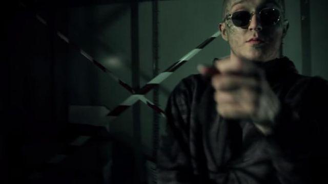 Les lunettes de soleil portées par Vald dans le clip ÉCAILLES de DJ WEEDIM