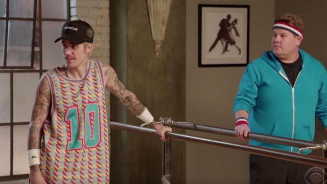 Impression multicolore tank top numéro 10 porté par Justin Bieber de Justin Bieber Toddlerography vidéo YouTube
