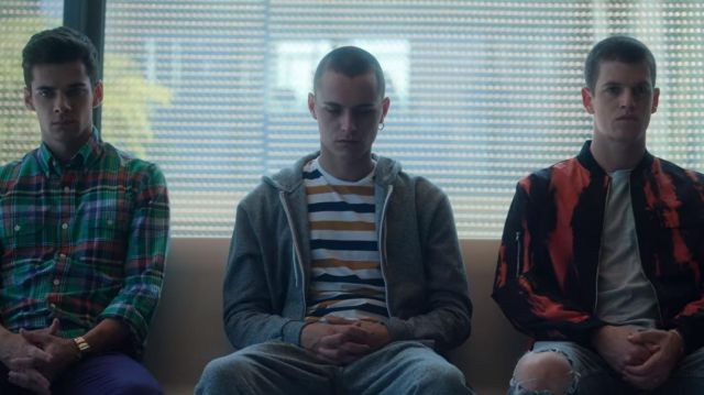 Striped Men Round Neck White, Black, Yellow T-Shirt worn by Ander (Arón Piper) in Elite (S03E05)
