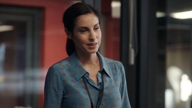 La chemise de Liz Bernstein (Anne Azoulay) dans Le Bureau des légendes (S05E01)