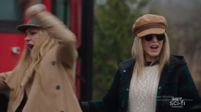 White Knit Sweater worn by Sara Lance (Caity Lotz) in DC's Legends of Tomorrow (Season 5 Episode 13)