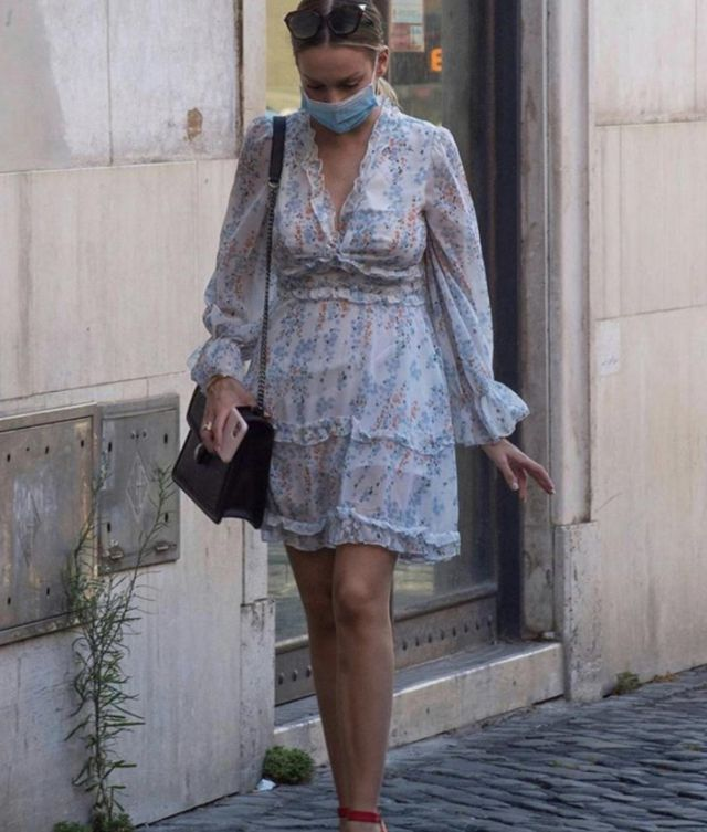 The floral dress worn by Ester Expósito in the street