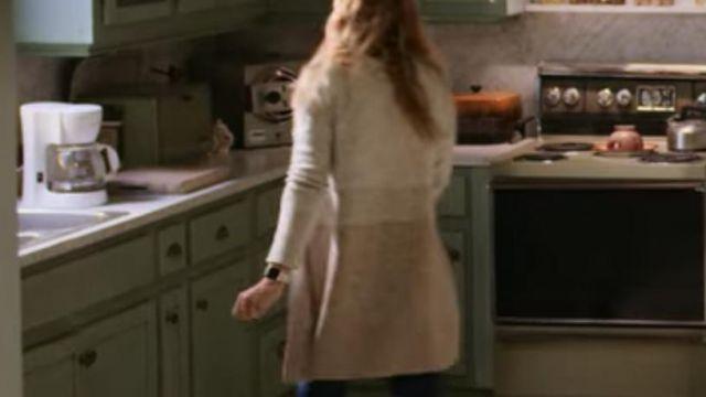 Cardigan Tricolor of Melinda Monroe (Alexandra Breckenridge) in Virgin River (S02E01)