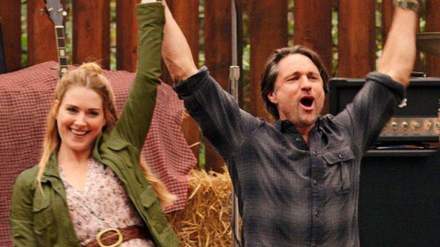 Mel's dress at the picnic of Melinda Monroe (Alexandra Breckenridge) in Virgin River (S02E04)