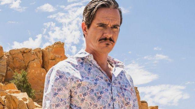 Paisley pattern white long sleeve shirt of Lalo Salamanca (Tony Dalton) in Better Call Saul (S05E09)