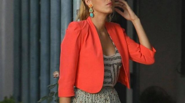 Veste blazer rose corail de Serena van der Woodsen (Blake Lively) dans Gossip Girl (S05E02)