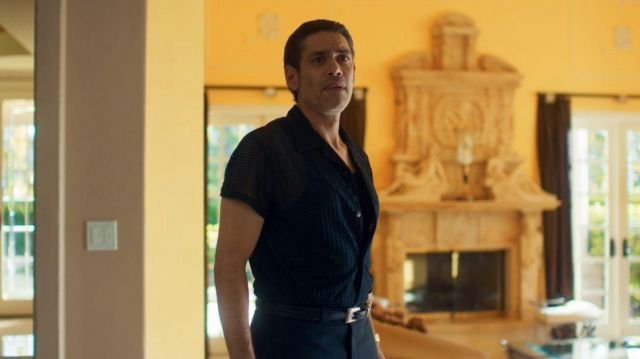 The slightly transparent black shirt of Alfonso (Manuel Uriza) in Too Old to Die Young (S01E06)