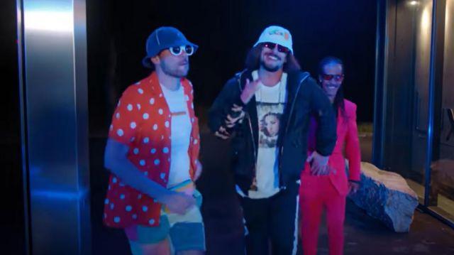Chemise d'été orange worn by rico in the music video Lorenzo - Fonsdé Toute La Night (Clip Officiel)