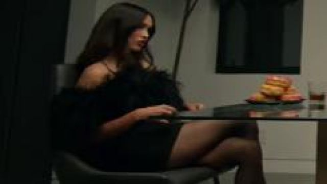 Megan fox bloody valentine black dress de Megan Fox dans Machine Gun Kelly - Bloody Valentine [Official Video]