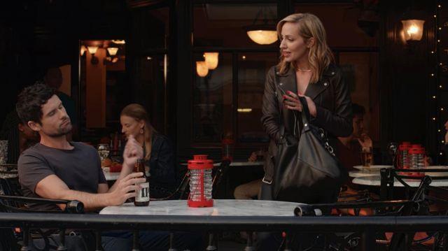 Leather messenger / hobo / weekender bag worn by Brie Sheridan (Zibby Allen) in Virgin River TV series (S03E02)
