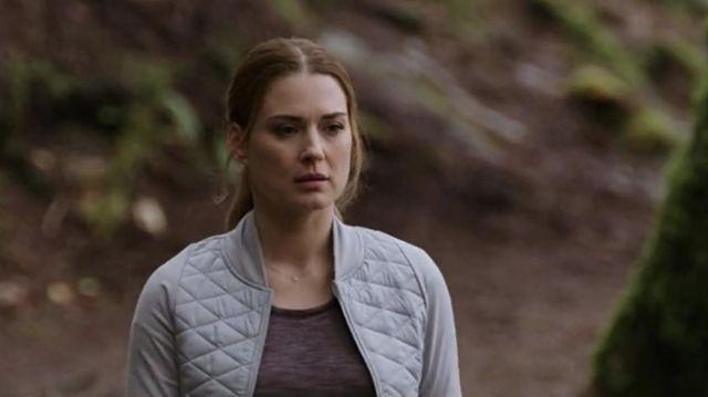 Diamond or pave round necklace worn by Melinda Monroe (Alexandra Breckenridge) in Virgin River Tv series (Season 2 Episode 5)
